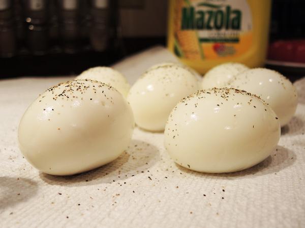 Trứng và hạt tiêu đen